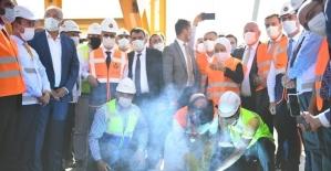 Bakan Karaismailoğlu, Kömürhan Köprüsü'nde son kaynağı yaptı