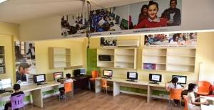 Bilişim sınıfları her gün onlarca öğrenci ağırlıyor