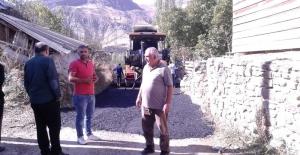 Büyükşehir Belediyesi ekipleri Olur mahallelerinde asfalt çalışması yapıyor