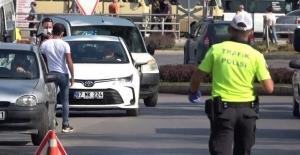 Ehliyetsiz sürücü polisi görünce böyle kaçmaya çalıştı