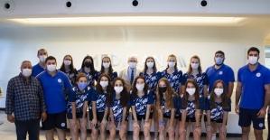 İzmirsporlu kadın voleybolcular sağlık kontrolünden geçti