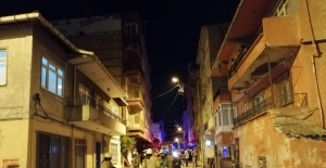Kadıköy'de apartman girişine bırakılan motosiklet alev alması sonucu apartmandakiler binada mahsur kaldı