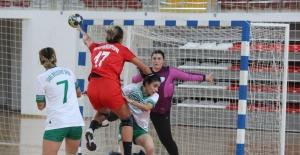 Kadınlar Hentbol Süper Ligi: Sivas Belediyespor: 32 - İzmir Büyükşehir Belediye: 35
