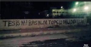 Manisa FK'ya 6-1 yenilen Kocaelispor'da taraftarlar tesisi bastı