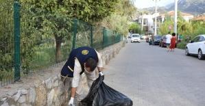 Marmaris'teki çevre temizliğinde, yere atılan maskeler dikkat çekti