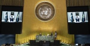 Pakistan Başbakanı Khan konuşurken Hintli diplomat salonu terk etti