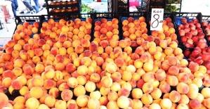 Pazarın son yazlık meyve ve sebzeleri