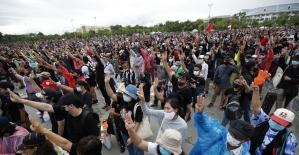 Tayland'da monarşi karşıtı protestolar bugün de devam etti