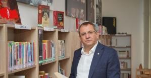 Ayvalık'ta 7 bin 500 kitaplı bilgi hazinesi