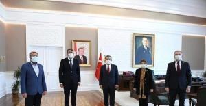 """Başkan Ceyhun: """"Kütahya ve ilçeleri için 17'si uzman toplam 27 doktor kadrosu açıldı"""""""