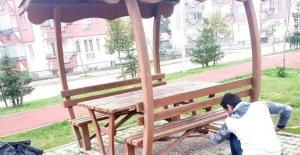 Bolu'da çöplerini bıraktığı parkta cüzdanını unutan gence ilginç ceza