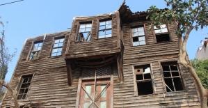 Hulusi Kentmen'in çocukluğunun geçtiği ev gün yüzüne çıkartılıyor