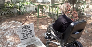 Isparta'da yürüme engelli anne 17 yıl sonra kızının kabrine gidebildi