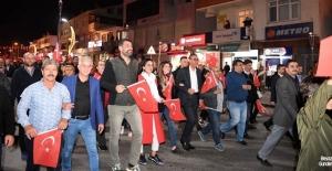 Kartepe'de Cumhuriyet Bayramı'na özel fener alayı