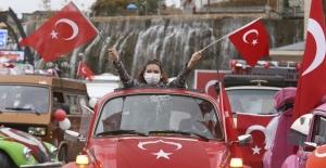 """Keçiören'de klasik otomobillerden """"29 Ekim Cumhuriyet Bayramı"""" konvoyu"""