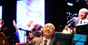 Sultanbeyli'de kültür sanat sezonu Özdemir Erdoğan konseri ile başladı