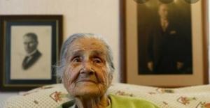 100 yaşından sonra yapmaya başladığı resimlerle öğrencilere burs sağladı