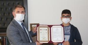 Ağrı'da hafızlık eğitimini tamamlayan öğrencilere belgeleri verildi