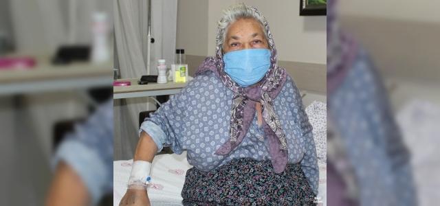 Çocukları öleceğini düşünürken yaşlı kadın korona virüsü yendi