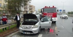 Hareket halindeki araç alev aldı, yardıma esnaf koştu