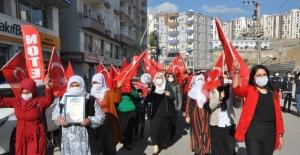 HDP'liler annelerin sesini kesemiyor