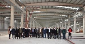 Sadıkoğlu Kızılay'ın Afet Barınma sistemleri fabrikası inşaatında inceleme yaptı