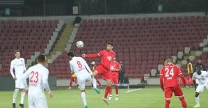 TFF 1. Lig: Balıkesirspor: 1 - Ümraniyespor: 0 (İlk yarı sonucu)