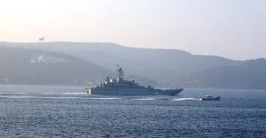 Rus savaş gemisi 'Azov' Çanakkale Boğazı'ndan geçti