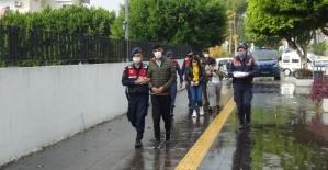 Turistlere uyuşturucu satan 3 şüpheli tutuklandı