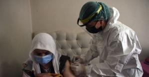 3 metre karda yürüyerek köye ulaşıp aşı yaptılar