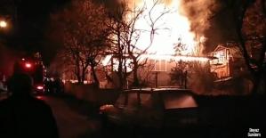 Amasyada korkutan ev yangında alevler...