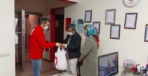 Bağışlanan deve eti, ihtiyaç sahiplerine dağıtıldı