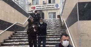 Çekmeköy'de kuyumcuda silahlı gasp kamerada