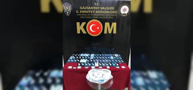 Gaziantep'te bir araçta 66 adet kaçak telefon ele geçirildi