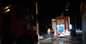 İki itfaiye eri yanan evden kurtardıkları adamın hastanede dahi başından ayrılmadı