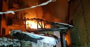 İki katlı müstakil evde yangın...