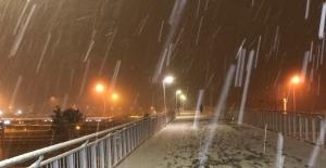 İstanbul'da kar yağışı akşam saatlerinde etkili oldu