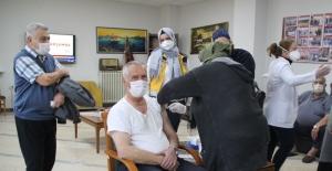 Karabük'te yaşlılara Covid-19 aşısı yapılmaya başlandı