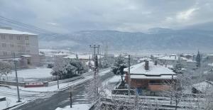 Kargı güne karla uyandı