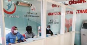 Körfez Belediyesi, sağlık çalışanları için paravan yaptı