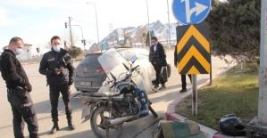 Otomobille çarpışan motosikletli kurye yaralandı