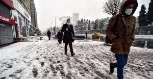 """(Özel) Kar yağışını gören vatandaş: """"Allah-u Teala bereketini veriyor"""""""