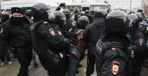 Rusya genelinde binlerce kişi sokaklara döküldü