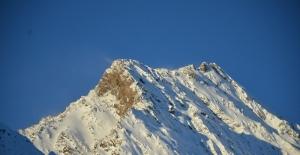 Şırnak'ta dağ zirveleri buz tuttu