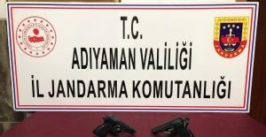 Şüpheli araçlarda tabancalar ele geçirildi