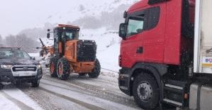 Tunceli-Erzincan karayolu kontrollü şekilde geçişlere açıldı