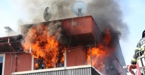 Üst katında yangın çıkınca fenalaşan kadına sağlık ekipleri müdahale etti