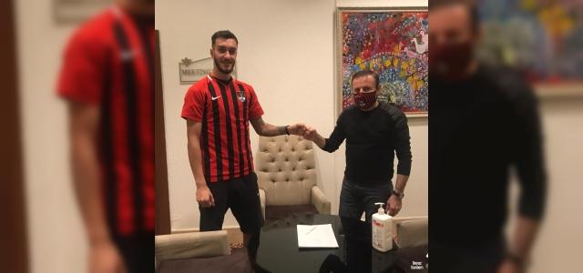 Vanspor FK. Ömer Yıldız'ı renklerine bağladı