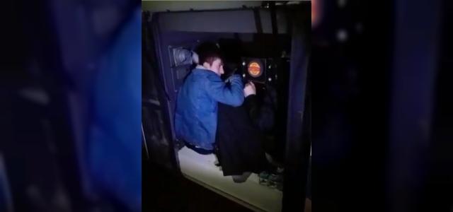 Yedek şoför kabininden 13 kaçak göçmen çıktı