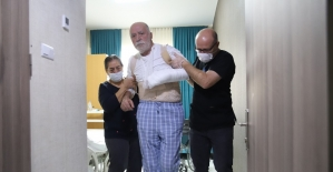 Yürüyemeyen Hasan dede 6,5 saatlik operasyonla 3 günde ayağa kalktı